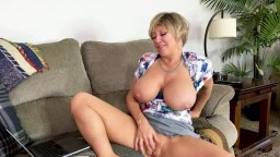 Tiffany Watson and Dee Williams - Snooping On Her Daughters Computer